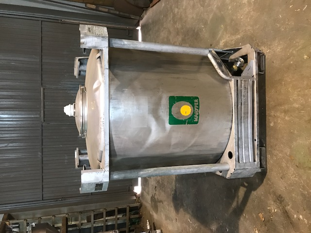 USED 1000 L STAINLESS STEEL TANK WITH STRUCTURE