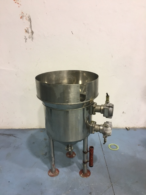 USED 1000 LITRES STAINLESS STEEL TANK