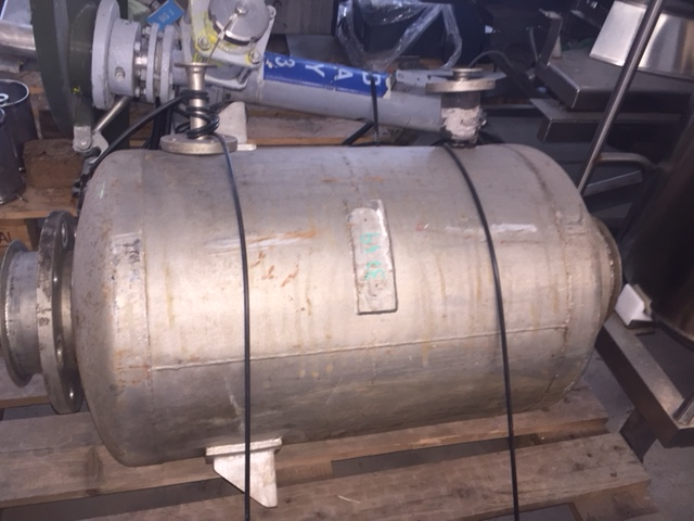 USED 80 L STAINLESS STEEL TANK WITH HEATING COILS