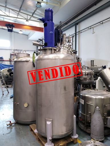 USED 1200 LITRES STAINLESS STEEL VERTICAL TANK WITH AGITATOR