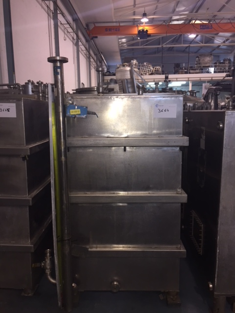USED 2000 L STAINLESS STEEL TANK
