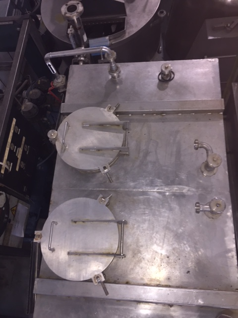 USED STAINLESS STEEL 2000 LITRES TANK