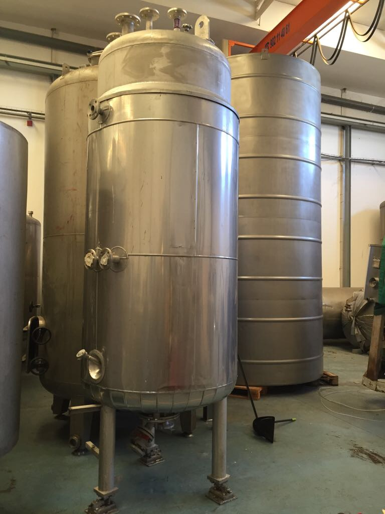 USED STAINLESS STEEL 2.500 LITRES TANK