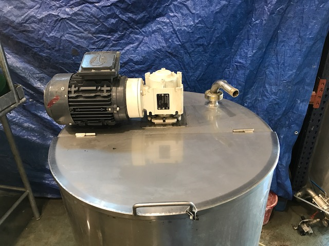 USED 300 L STAINLESS STEEL TANK WITH AGITATION