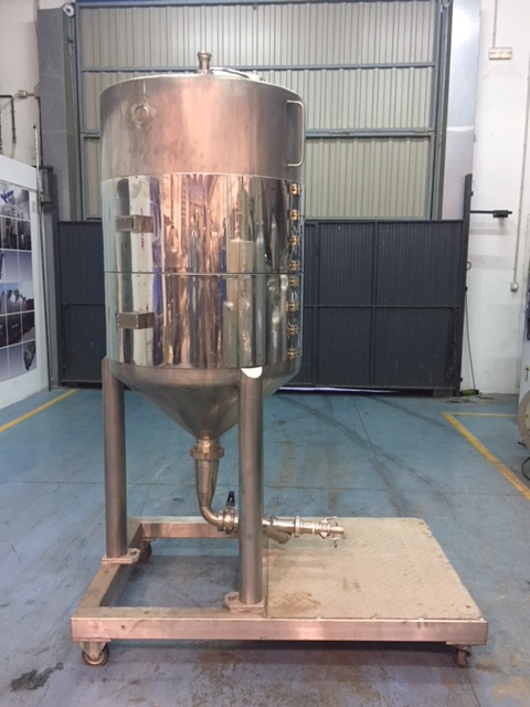 USED 500 L STAINLESS STEEL TANK
