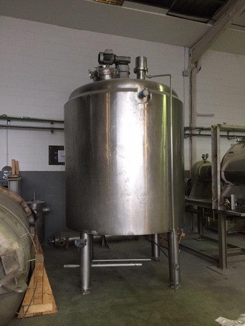 USED 6000 LITRES STAINLESS STEEL INSULATED TANK WITH AGITATION