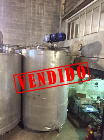 USED 8.000 LITRES STAINLESS STEEL INSULATED VERTICAL MIX TANK WITH AGITATOR