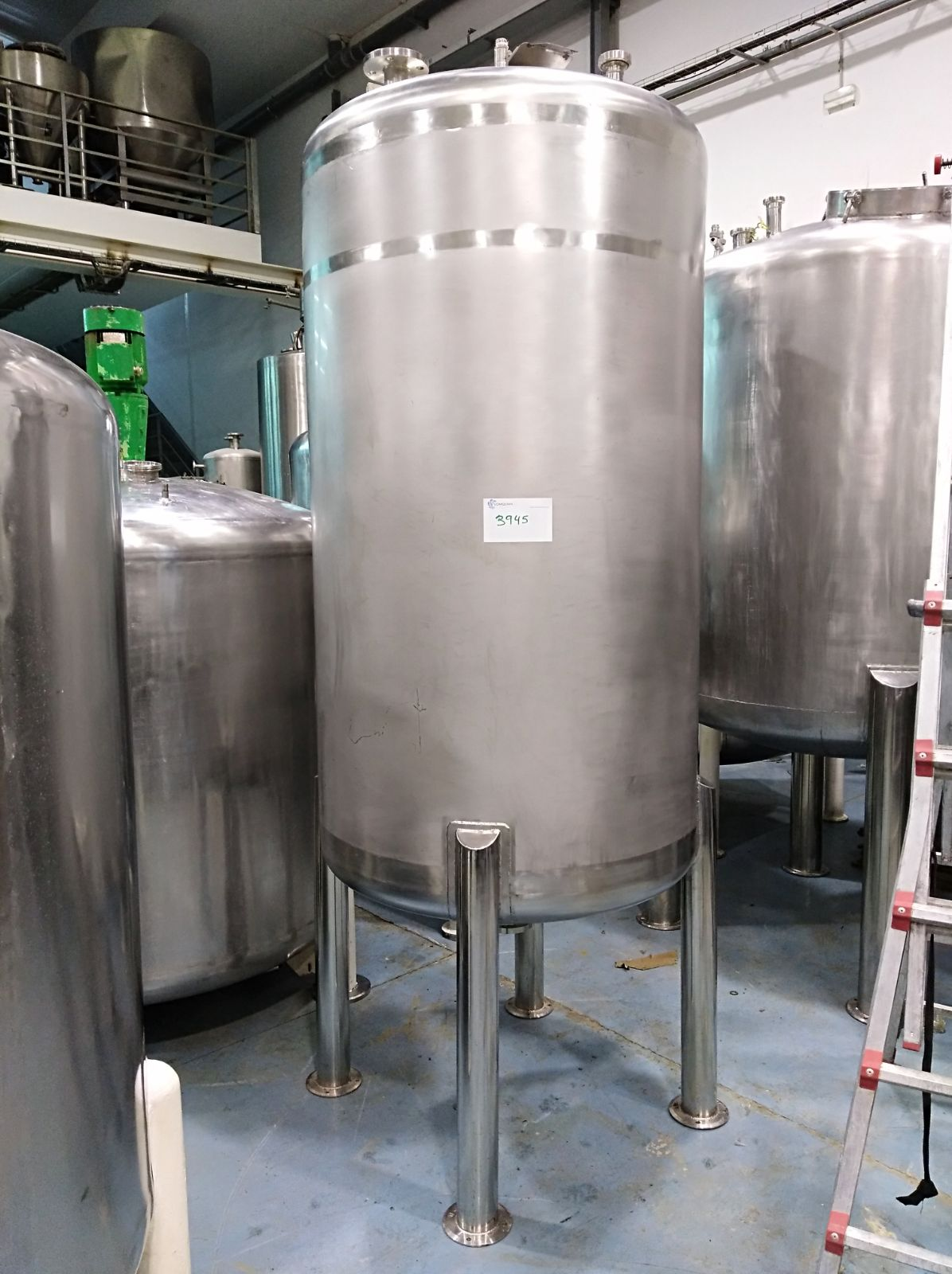 USED 1700 LITRES STAINLESS STEEL TANK