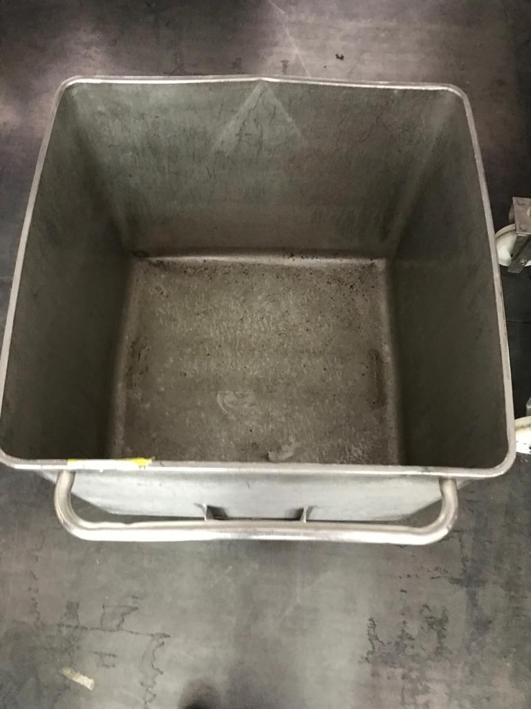 USED STAINLESS STEEL 200 LITRES TANK