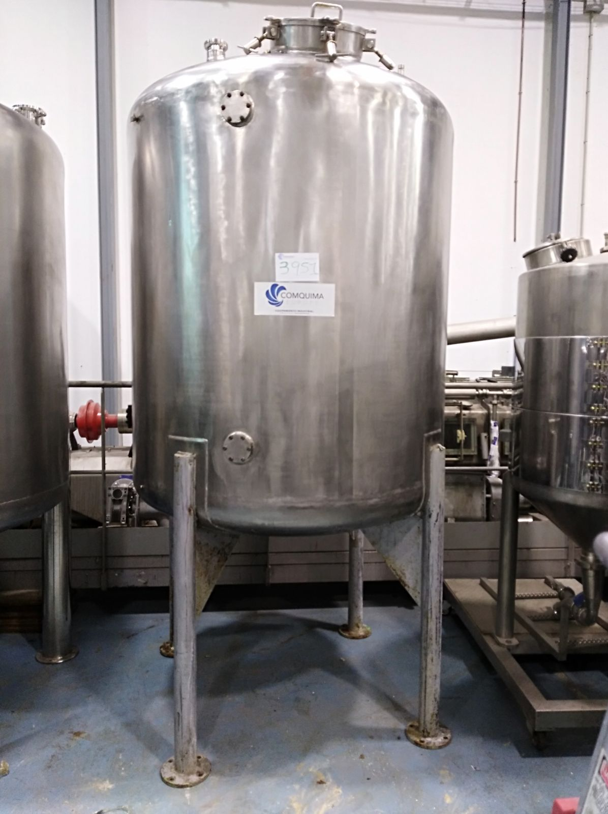 USED 2600 LITRES STAINLESS STEEL TANK