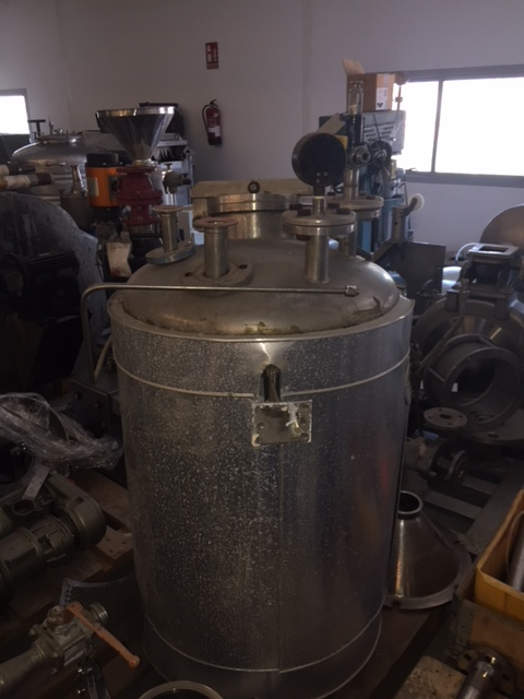 USED 300 LITRES STAINLESS STEEL INSULATED TANK