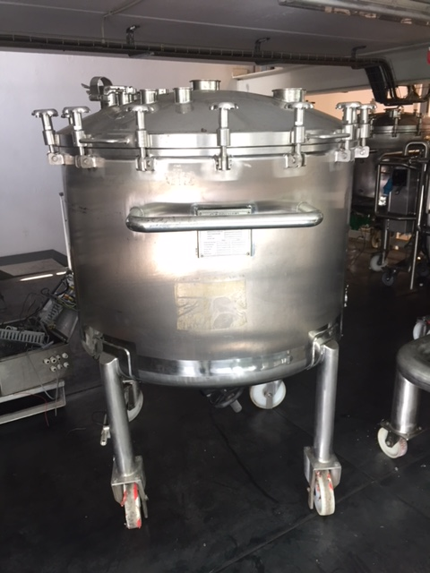 USED 800 LITRES STAINLESS STEEL 316L TANK