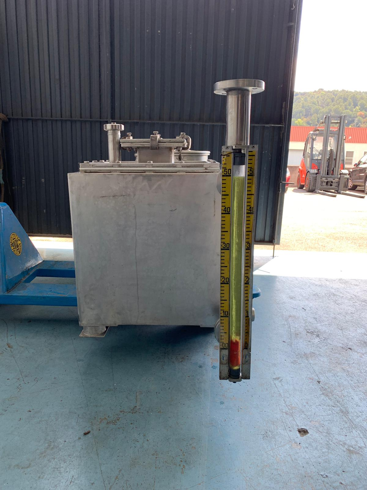 USED 400 L STAINLESS STEEL TANK