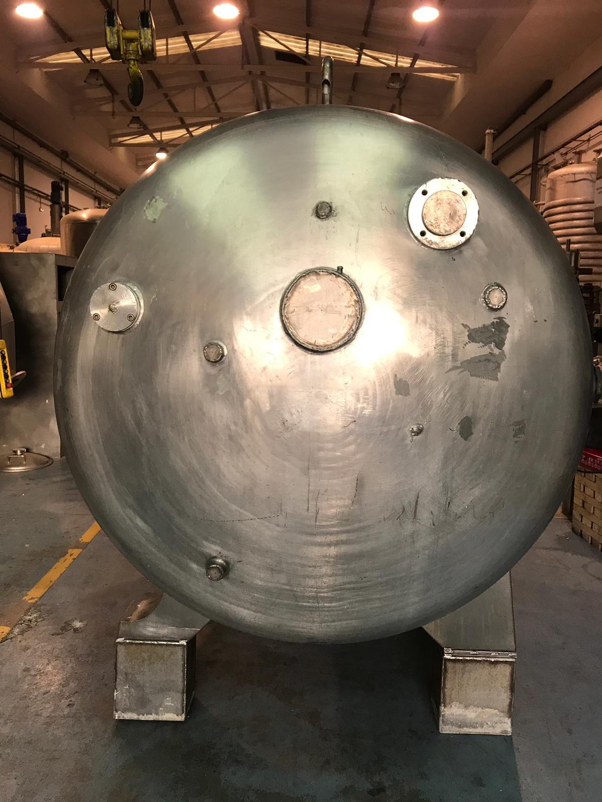 USED STAINLESS STEEL 4.300 LITRES TANK