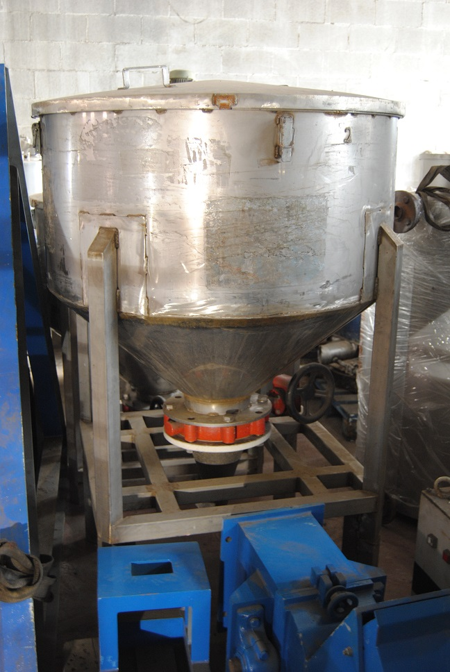 USED 500 LITRES 304 STAINLESS STEEL VERTICAL TANK