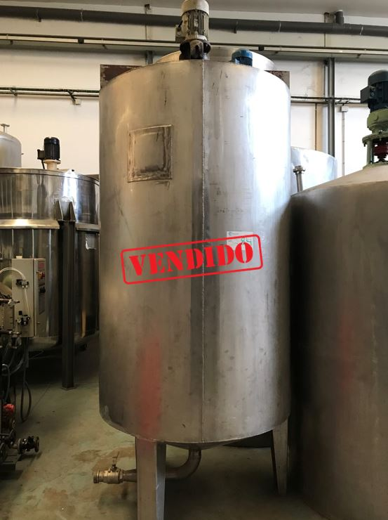USED 2500 STAINLESS STEEL TANK WITH AGITATION