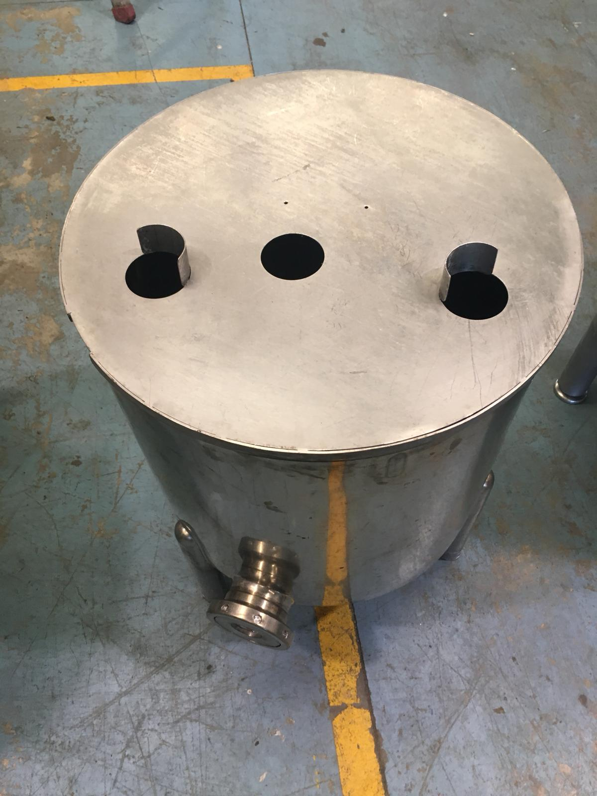 USED STAINLESS STEEL 150 LITRES TANK