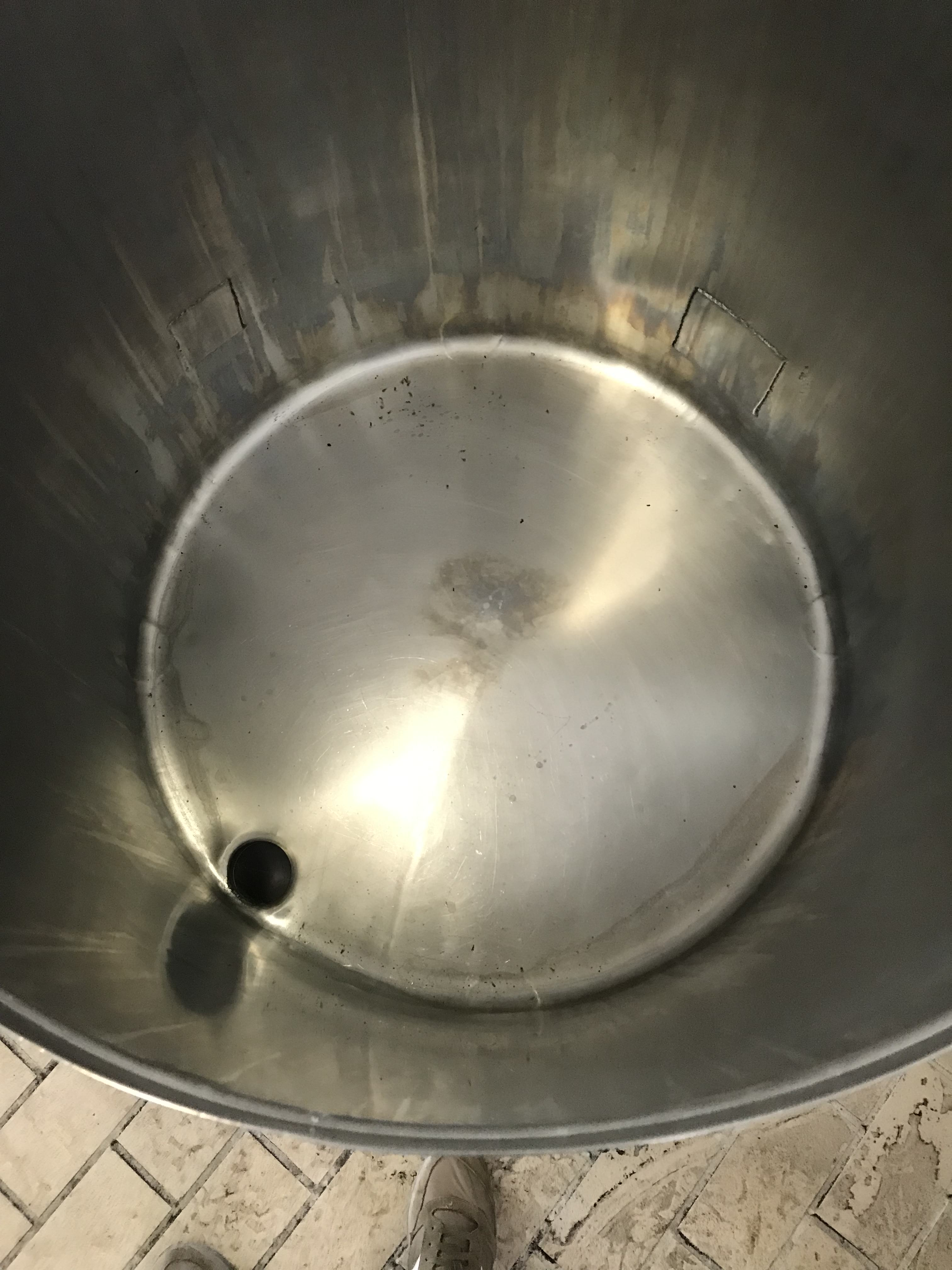 USED STAINLESS STEEL 370 LITRES TANK