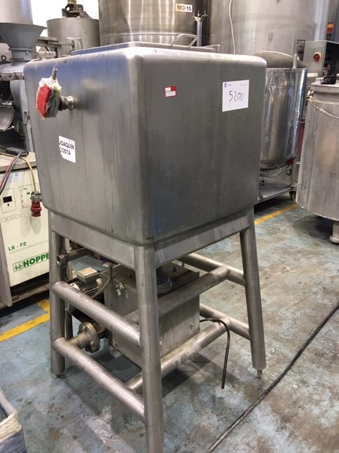 USED STAINLESS STEEL 300 LITRES TANK WITH HOMOGENIZE SYSTEM