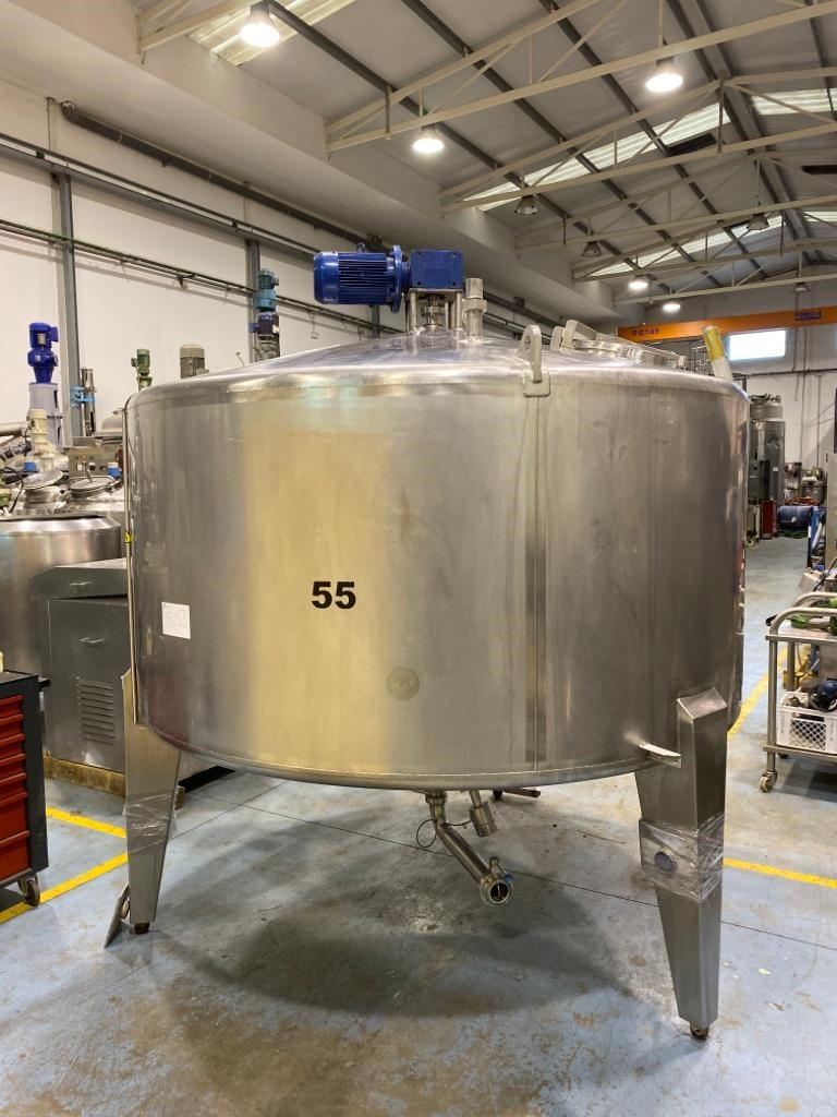 USED STAINLESS STEEL 4.800 LITRES TANK WITH AGITATION