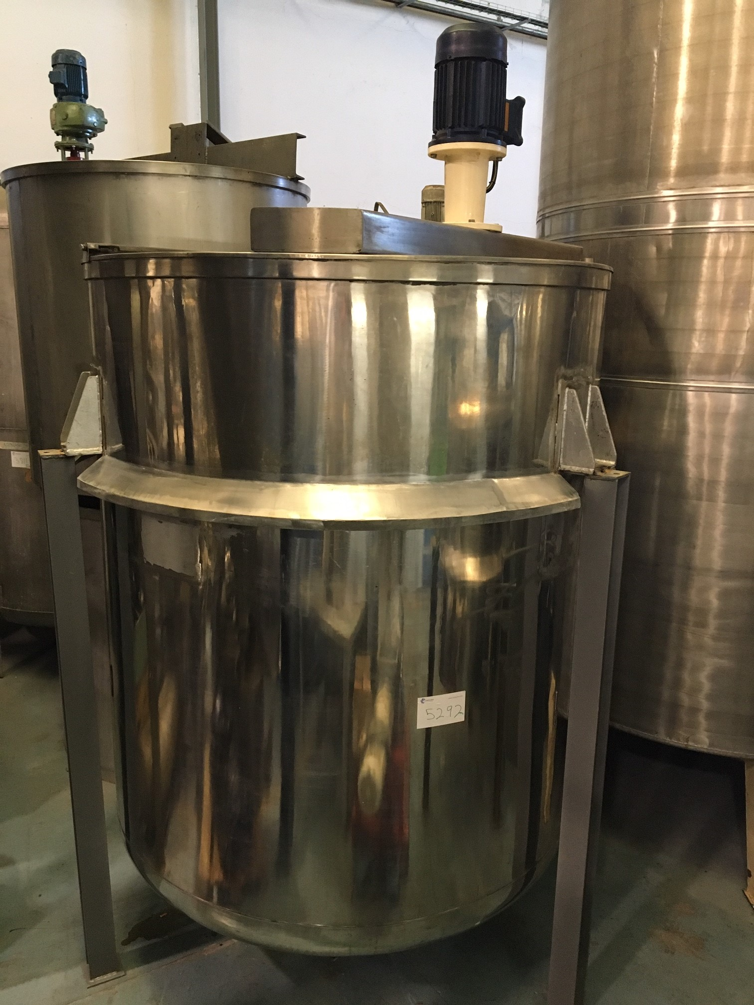 USED STAINLESS STEEL 5.500 LITRES WITH AGITATION