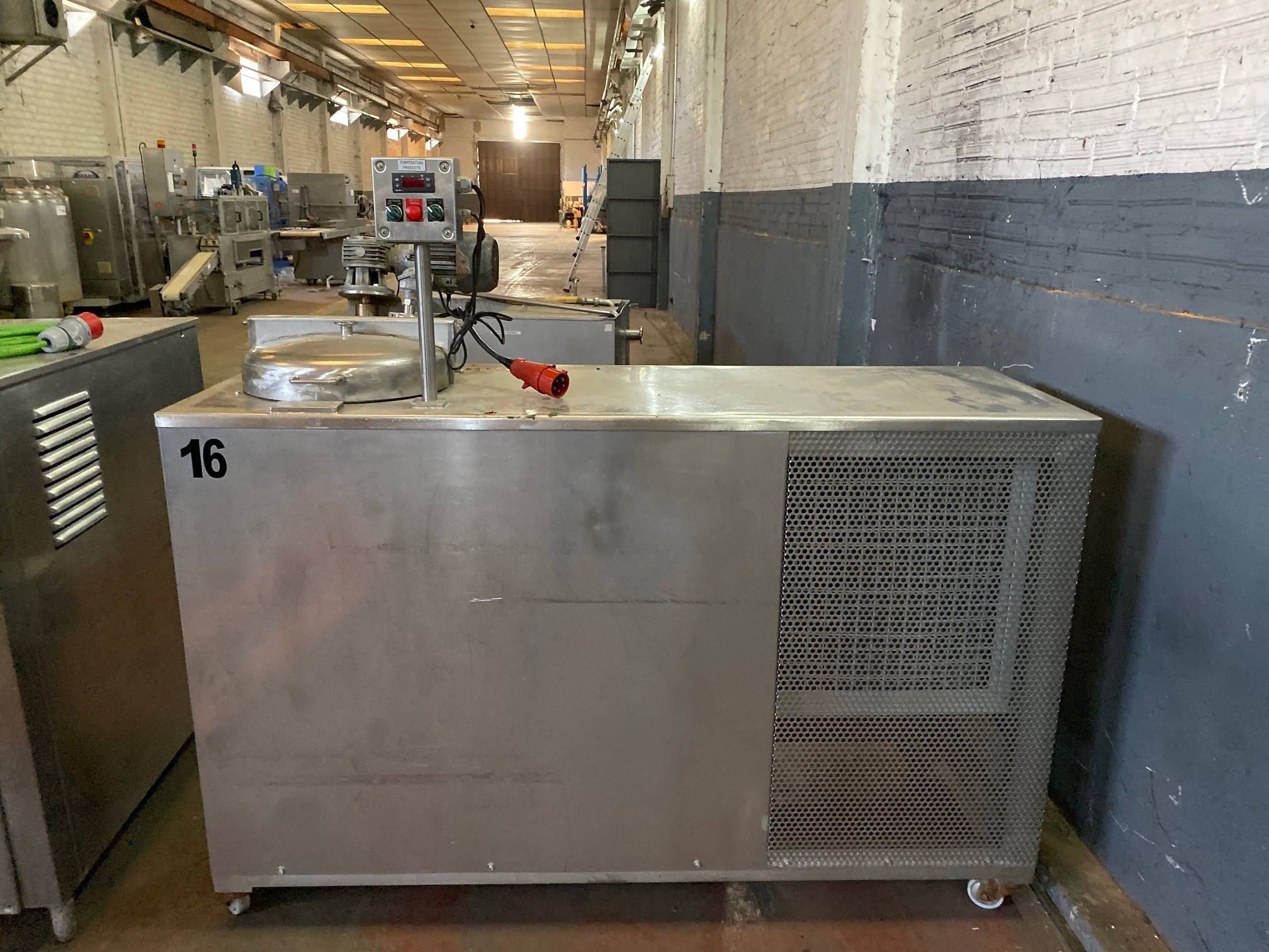 USED STAINLESS STEEL 80 LITRES TANK WITH CHILLER AND AGITATION