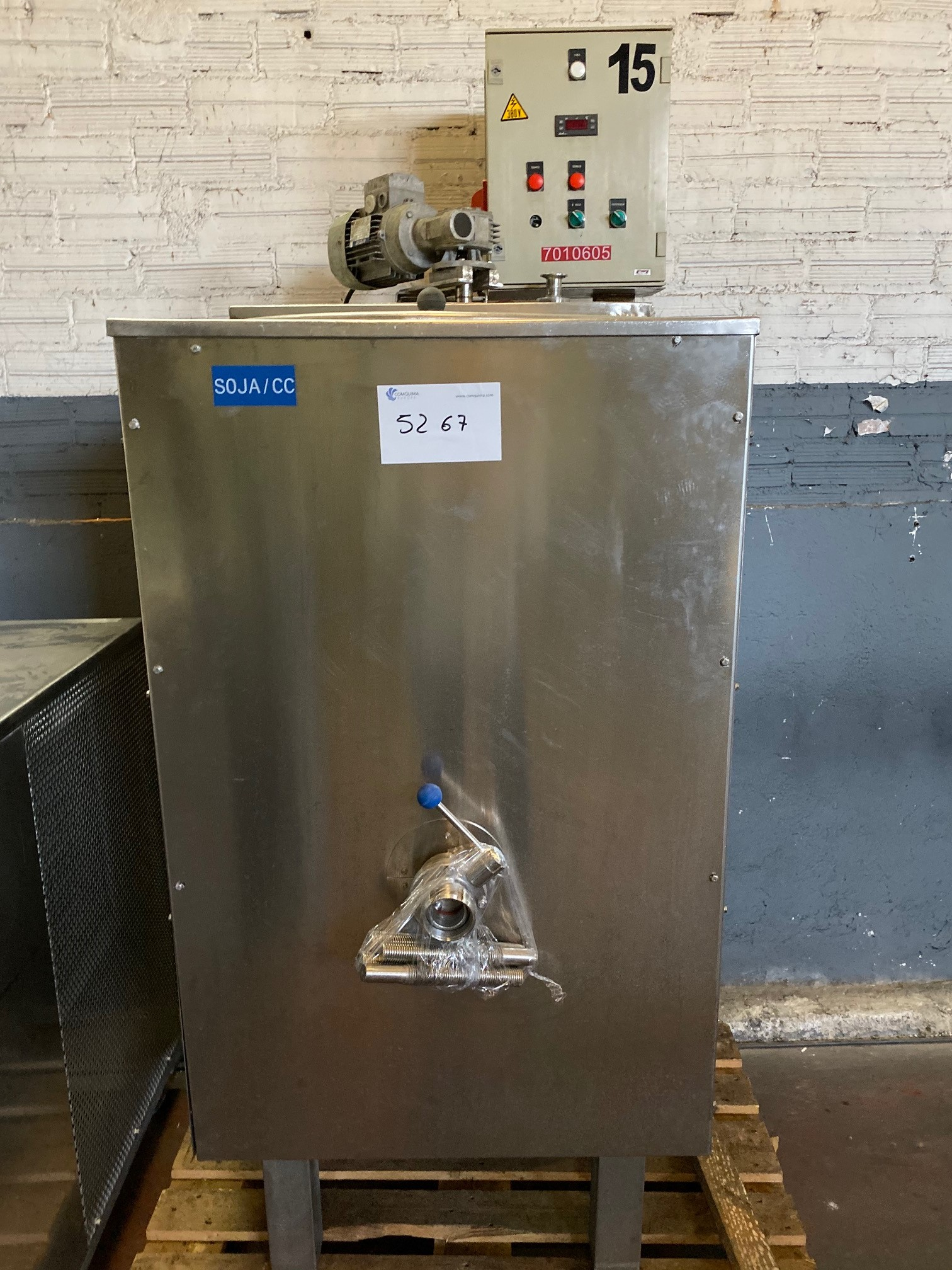 USED STAINLESS STEEL 300 LITRES TANK WITH AGITATION, HALF-COIL JACKET AND ELECTRICAL RESISTANCE