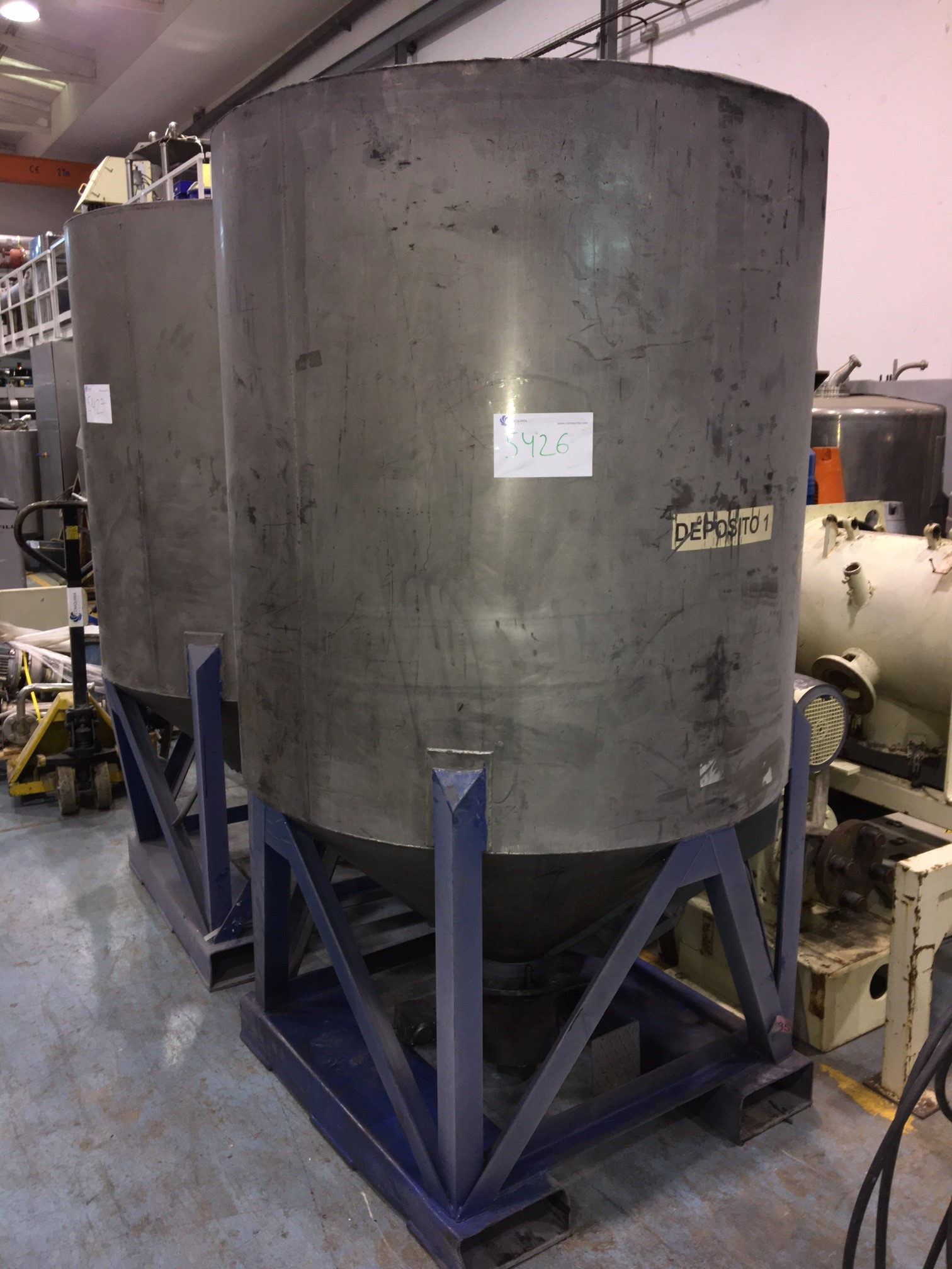 USED STAINLESS STEEL 1.600 LITRES TANK