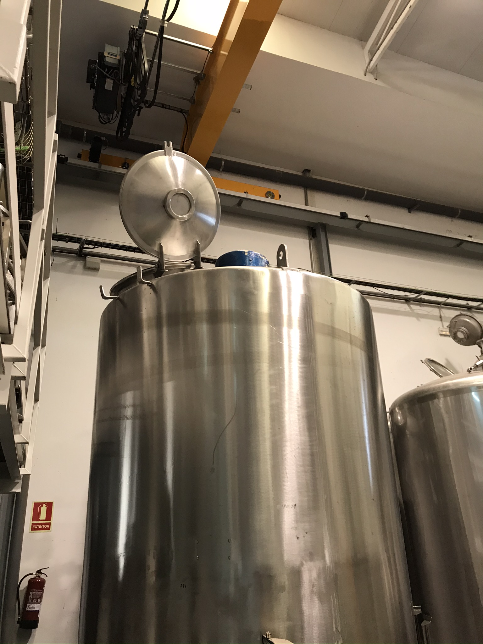 USED STAINLESS STEEL 316 4.200 LITRES TANK WITH AGITATION
