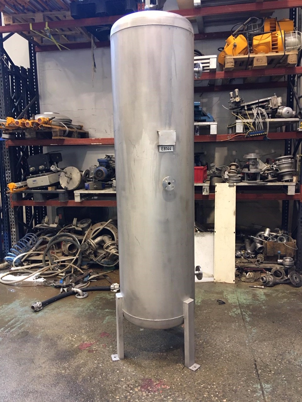 USED STAINLESS STEEL 650 LITRES TANK