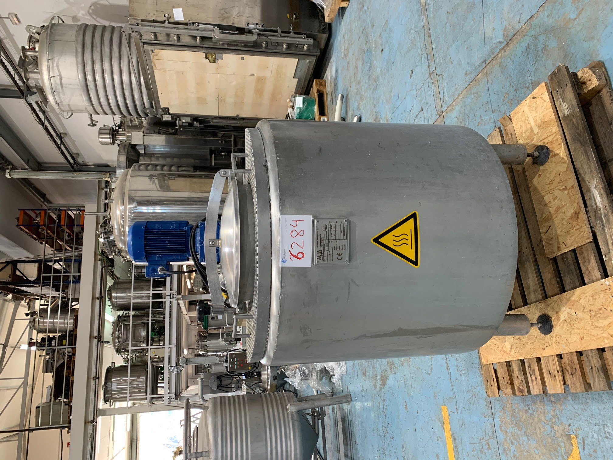 USED STAINLESS STEEL 300 LITRES JACKETED TANK WITH AGITATION