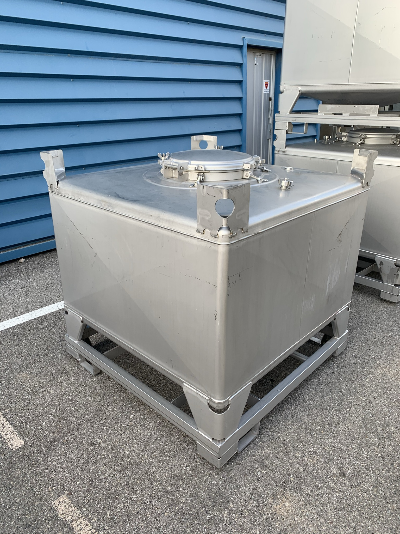 USED STAINLESS STEEL 700 LITRES TANK
