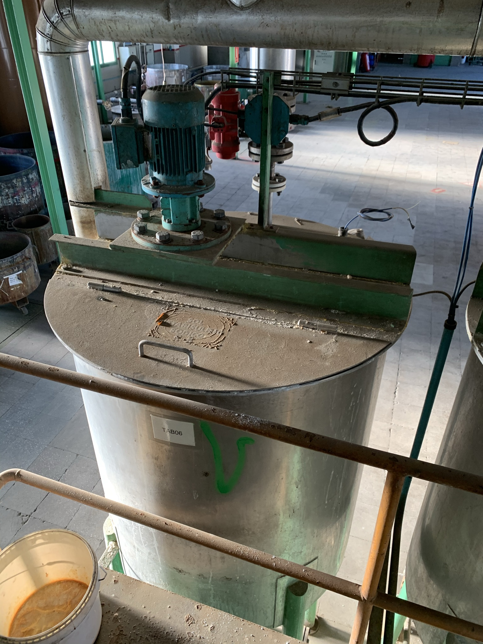 USED OLIVER Y BATLLE STAINLESS STEEL 316 800 LITRES TANK WITH AGITATION